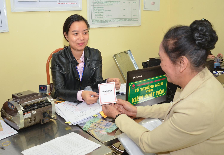 Vay vốn Ngân hàng Chính sách Xã hội tại điểm giao dịch phường Lương Khánh Thiện, quận Ngô Quyền Ảnh: Trung Kiên