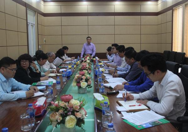 Phó Chủ tịch UBND thành phố Nguyễn Văn Thành phát biểu tại cuộc họp
